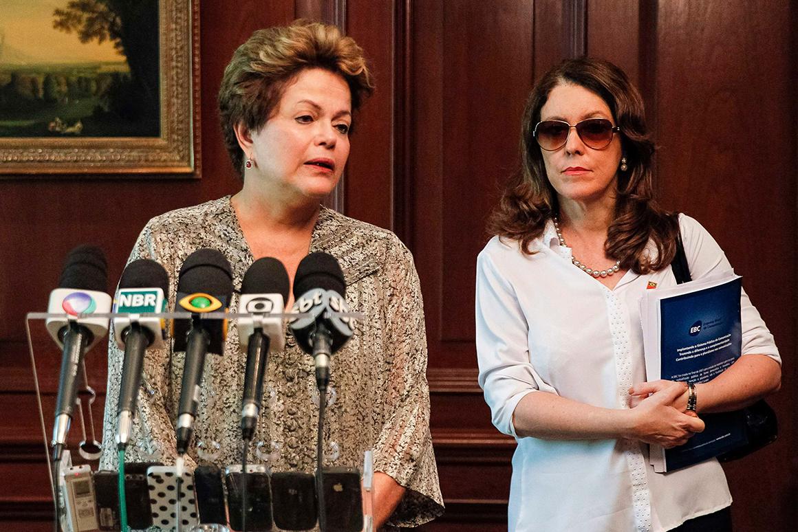 A Presidente do Brasil dirigiu-se ao país na sequência da tragédia. Dilma estava no Chile mas encurtou a viagem