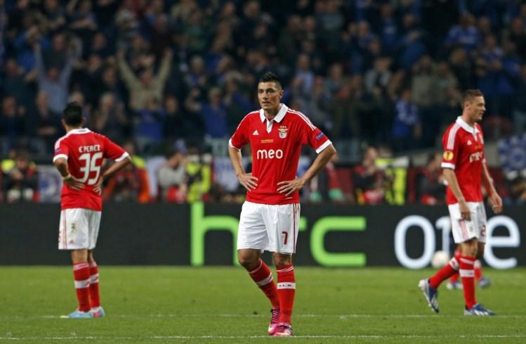 Benfica volta a cair nos descontos