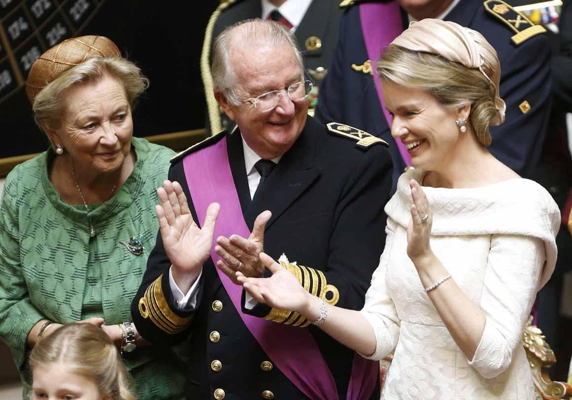 A nova rainha, Mathilde, ao lado do rei Albert II e da rainha Paola