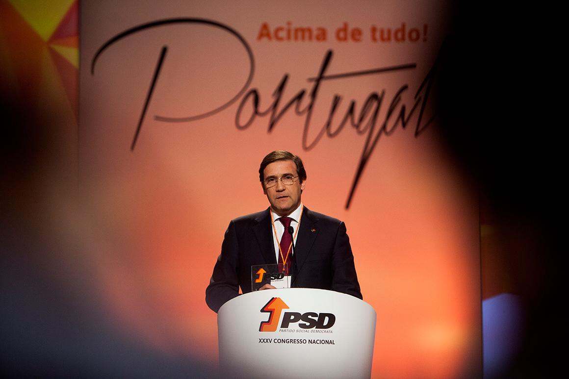 Passos Coelho considera mais importante a recuperação económica do que o debate sobre uma revisão constitucional